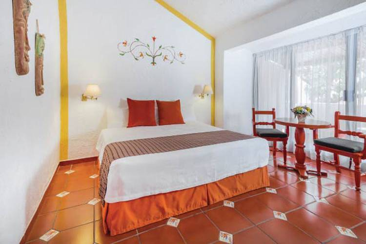 Single standard room racquet cuernavaca hotel